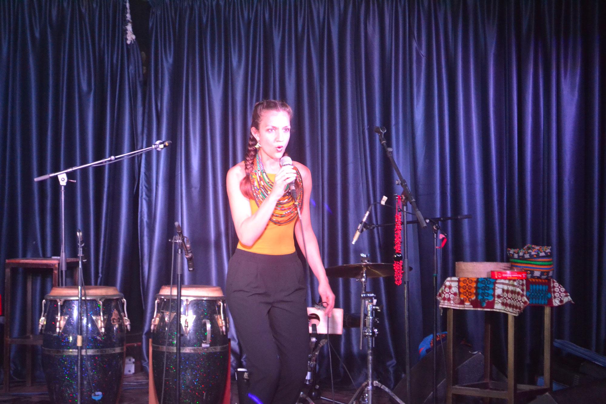 Natasha Rogers à la percussion